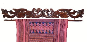 1013-wood-ikat-holder-02